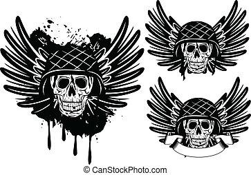 Schädel in Helm und Flügeln