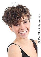 Schöne Frau mit einem erstaunlichen Lächeln.