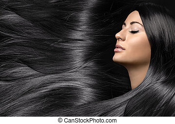 Schöne junge Frau mit gesundem, langem, glänzendem Haar.