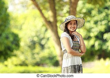 schöne , lächelnde frau, park, junger