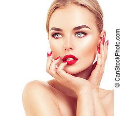 Schöne Model-Frau mit blonden Haaren, rotem Lippenstift und Nägeln.