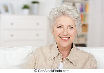 schöne , pensionierung, ältere frau, genießen