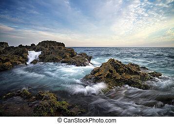 Schöne Seelandschaft mit Wellen. Zusammensetzung der Natur
