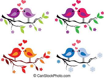 Schöne Vögel mit roten Herzen auf dem Baum.