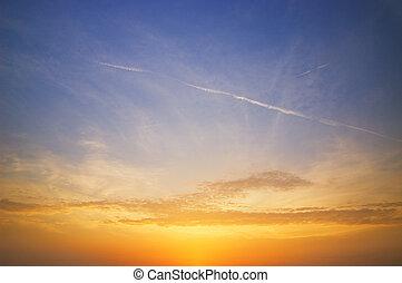 Schöner Himmel bei Sonnenuntergang