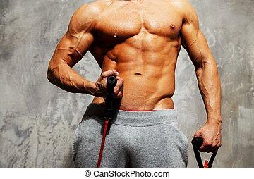 Schöner Mann mit Muskelkraft.