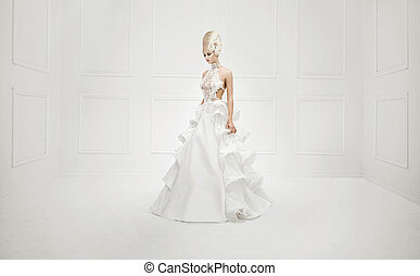 Schönes Kunstfoto von einer verträumten Blondine.