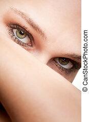 Schönes Porträt von Frau mit grünen Augen