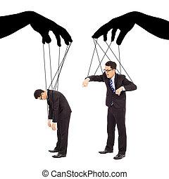 Schwarze Hände kontrollieren zwei Geschäftsmänner.