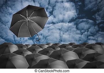 Schwarze Regenschirme.