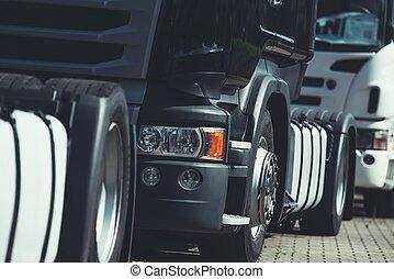 Schwerer Transportkonvoi