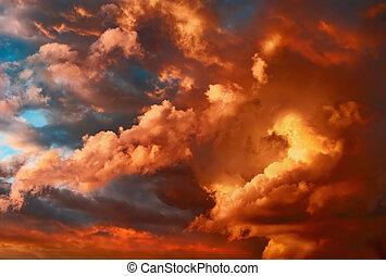 Sehr dramatischer Sonnenuntergang