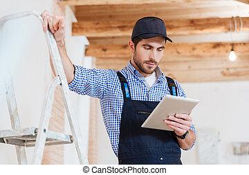 seine, tablette, bauunternehmer, arbeit, pc computer, gebrauchend
