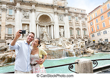 Selfie Paar am Trevi Springbrunnen, rome italy travel