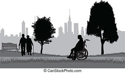 Senioren auf einem Spaziergang im Park.