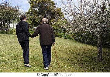 Senioren zu helfen und zu helfen