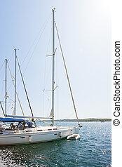 Sibenik, croatia - Segelboote am Hafen von sibenik.