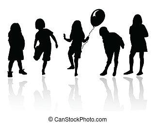 Silhouette-Mädchen spielen