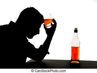 Silhouette von betrunkenen Alkoholikern trinken Whisky Flasche fühlen sich deprimiert in Abhängigkeit Problem fallen.