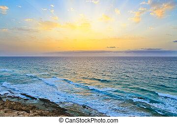 Sonnenaufgang über dem Atlantischen Ozean