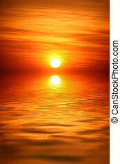 Sonnenaufgang über Wasser.