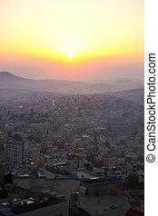 Sonnenbrand im Wettstreit, Bläser, Israelis