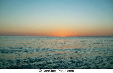 Sonnenuntergang am Abend über dem Meer.