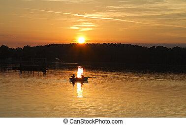 Sonnenuntergang am See, Boot