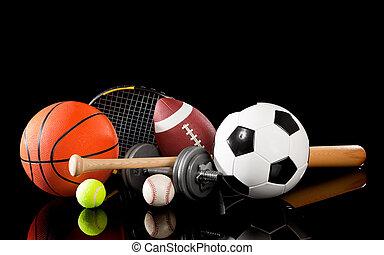 Sportausrüstung auf Schwarz.