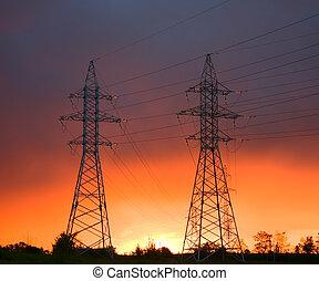 Stromleitung bei Sonnenuntergang
