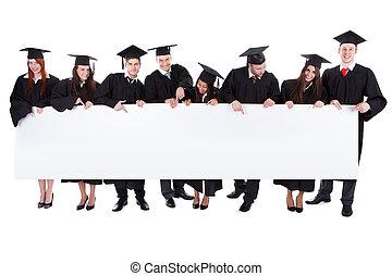 Studenten mit leerem Banner