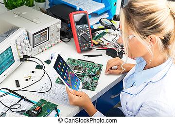 tablette, edv, weibliche , gebrauchend, laboratorium, elektronisch, ingenieur