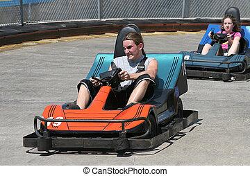 Teens an der Rennbahn
