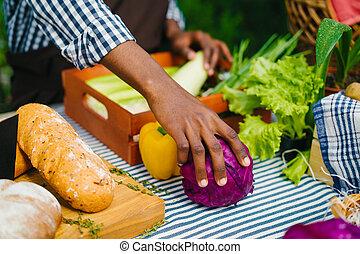 tisch, organische , gemuese, markt, mann, hand, nahaufnahme, setzen, bauernhof