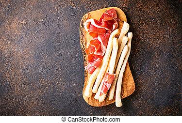 Traditionelle italienische Antipasto grissini und prosciutto