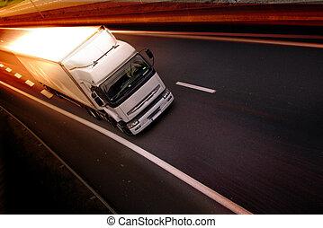 Truck auf dem Highway