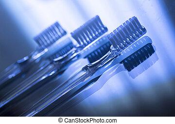 Unsichtbare Zahnstangenhalter für die Zahnpflege