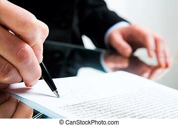 Unterschreibe Geschäftsdokument.