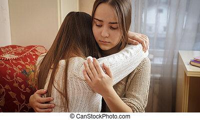 unterstuetzung, bedroom., weinen, sie, trösten, friends, jugendlich, freund, depressionen, umarmen, teenager, m�dchen