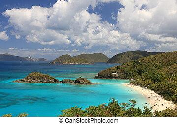 US-Jungfraueninseln sind das wahre Paradies auf den karibischen Inseln, paradiesisch wie US-Jungfraueninsel in der Karibik. Turquoise Ozean und schöne Landschaften, paradiesartige US-Jungfraueninseln in der Karibik. Turquo