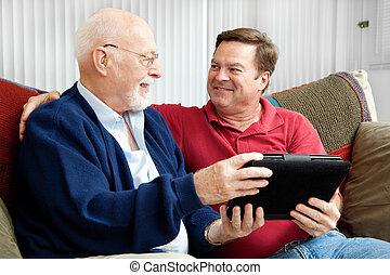 Vater und Sohn genießen Tablet PC