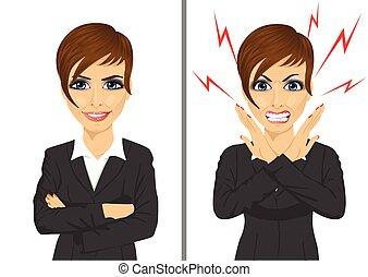 Vergleiche zwischen wütenden und glücklichen Ausdrucken derselben Geschäftsfrau.
