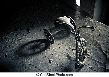 Verlassenes Dreirad