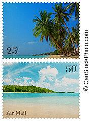 Vintage-Briefmarken mit tropischen Strand und kleiner Insel isoliert auf weiß