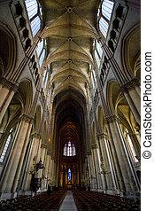 Vor der Kathedrale, der Dame, dem Reims, dem Champagner, dem France