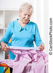 wäschebügeln, frau, mã¤nnerhemd, senioren, vorbereiten
