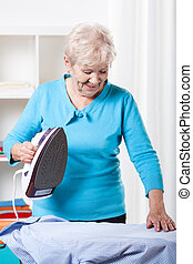 wäschebügeln, frau, senioren