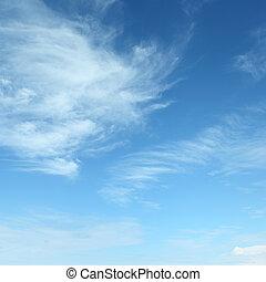Weiße flauschige Wolken.