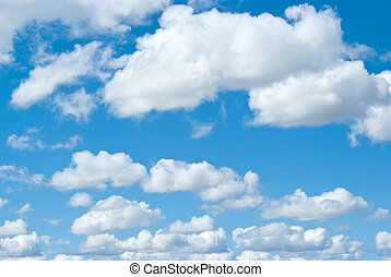 Weiße Wolken am blauen Himmel