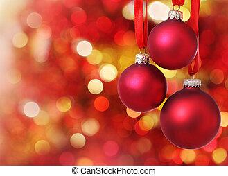 Weihnachtsbaum-Dekorationen im Hintergrund